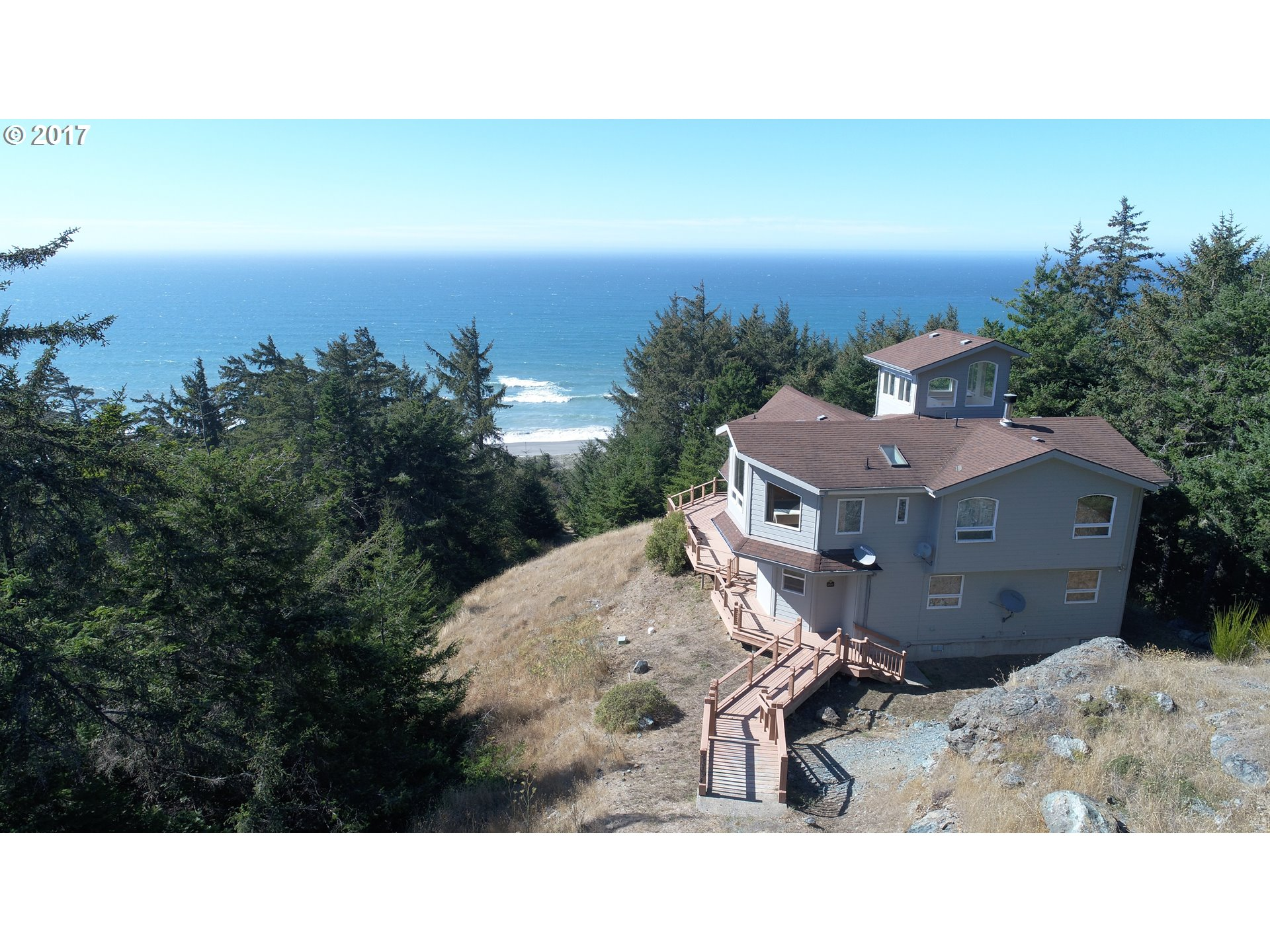 28094 HWY 101 Gold Beach, Brookings Home Listings - Pacific Coastal Real Estate
