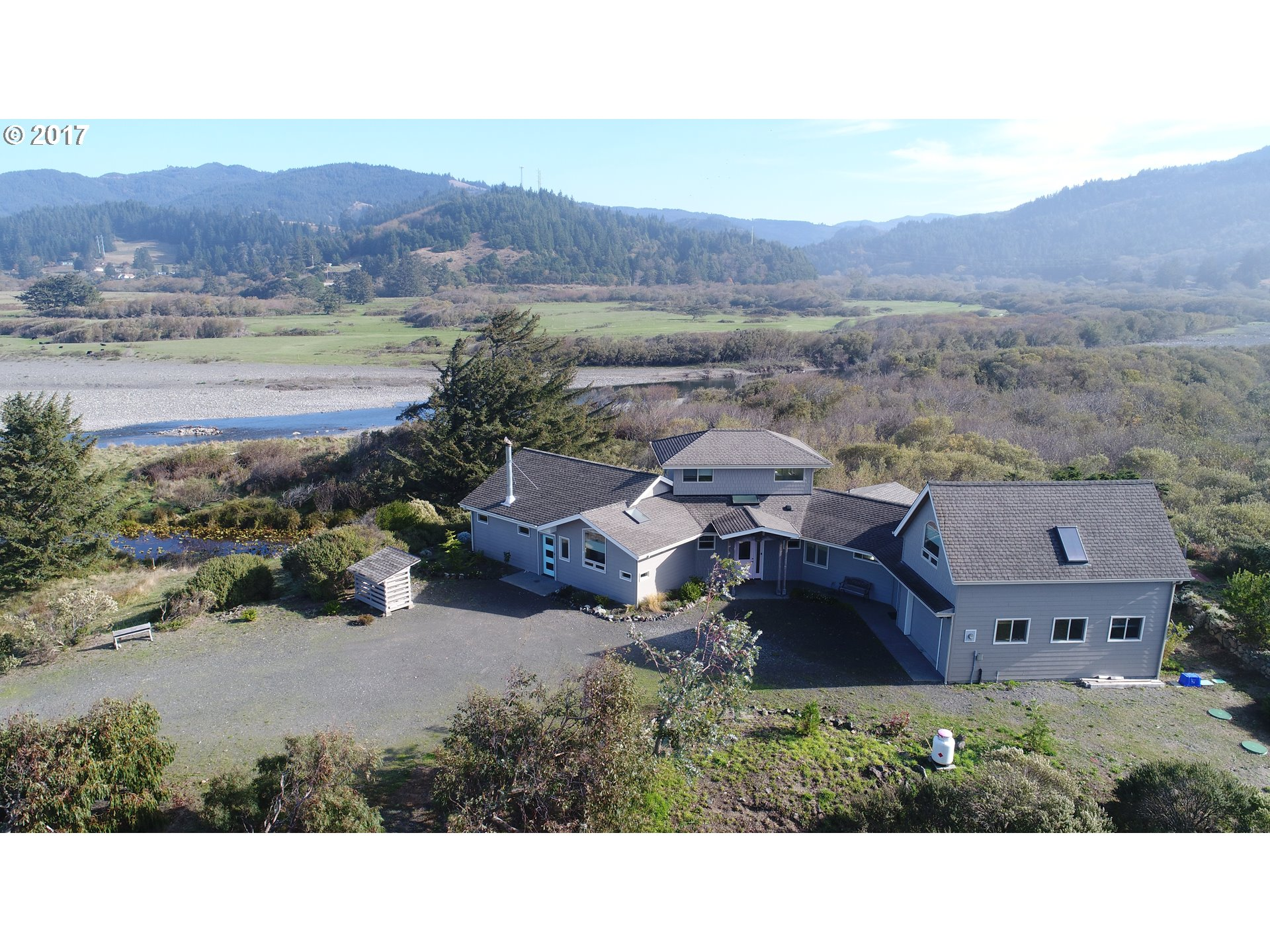 24299 CARPENTERVILLE RD Gold Beach, Brookings Home Listings - Pacific Coastal Real Estate